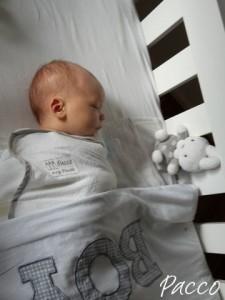 Baby pucken Erfahrung, Levi gewickelt und zum Schlafen hingelegt