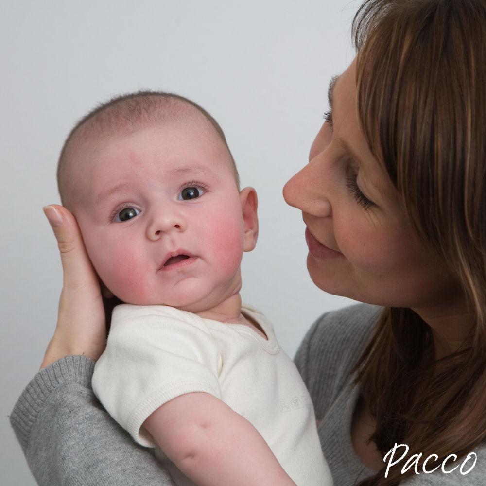 Zeit für pucken, baby zeigt Anzeichen von Müdigkeit
