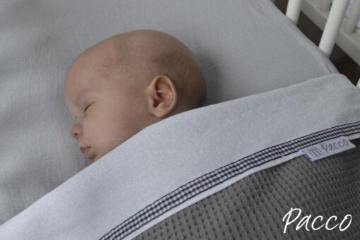 pacco bettchenlaken f r babys ber 6 monate pucken mit pacco. Black Bedroom Furniture Sets. Home Design Ideas